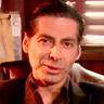 Luis Fernandez-Gil en el papel de Darío Cueto