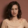 Alexia Fast en el papel de Callie Winter