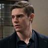 Evan Peters en el papel de Detective Colin Zabel