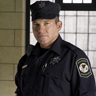 Wade Williams en el papel de Brad Bellick