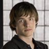 Marshall Allman en el papel de LJ Burrows