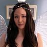 Constance Wu en el papel de Jenny