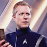 Anthony Rapp en el papel de Paul Stamets