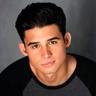 Hunter Sansone en el papel de Cameron Mahkent