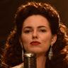 Kara Tointon en el papel de Betsey Day