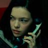 Logan Polish en el papel de Dina Fox