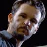 Ryan Kwanten en el papel de Steve Hammond