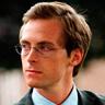 Stephen Campbell Moore en el papel de Damian