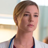 Emily VanCamp en el papel de Enfermera Nicolette