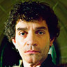 James Frain en el papel de Lord Warwick